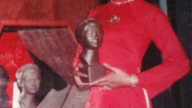 Bà K.H. (năm 1978), người sở hữu 11 chiếc đồng hồ PP chính hãng. Trong đó có 3 chiếc đã từng là của gia đình Saddam Hussein.