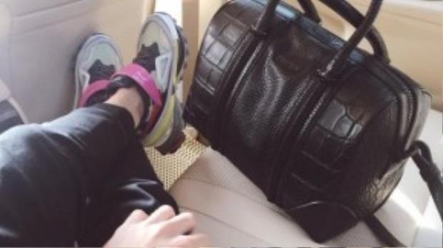 Túi Givenchy 60 triệu, đồng hồ Hermes 80 triệu, giàyAdidas x Raf Simons 13 triệu.