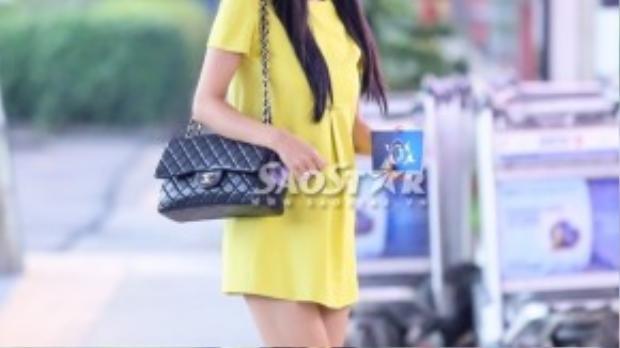 Kim Cương diện váy để lộ vòng 2 bắt đầu to hơn