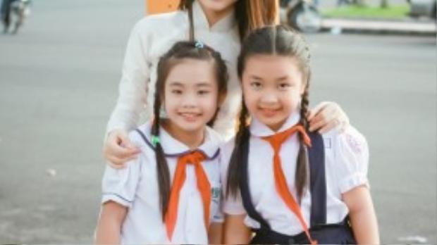 Các em nhỏ đến từ đội của Hòa Minzy là những thí sinh nhỏ tuổi nhất cuộc thi. Các cô trò dành buổi chiều nghỉ ngơi để đi dạo phố và chụp ảnh kỷ niệm.