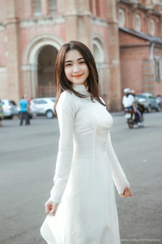 Hòa Minzy dạo phố cùng học trò 'tí hon' nhân ngày 20/11