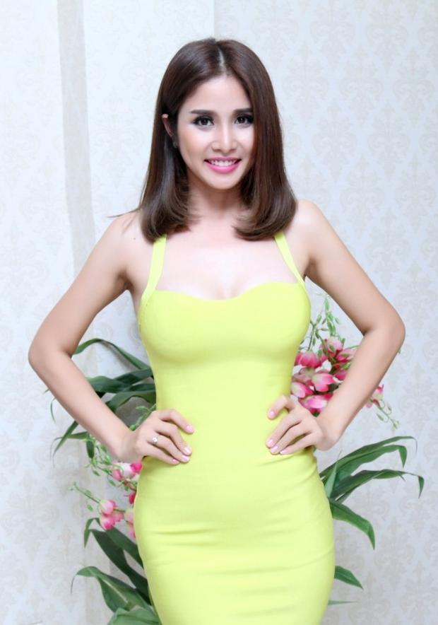Thảo Trang  vợ cầu thủ Phan Thanh Bình công khai phẫu thuật nâng ngực