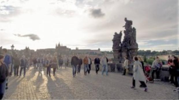 Thầy đặc biệt có cảm tình với người nước ngoài, đặc biệt là ở Praha, cộng hòa Séc.