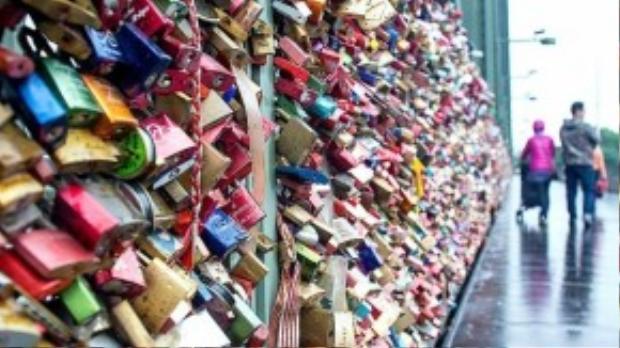 Cầu tình yêu tại thành phố Cologne nước Đức.