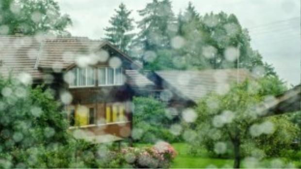 Một cơn mưa bất chợt tại Thụy Sĩ.