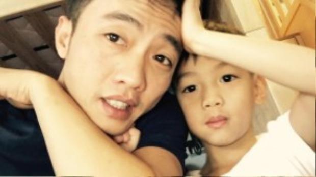 Cường Đô La thường xuyên khoe ảnh cùng con trai trong tất cả hoạt động hàng ngày.