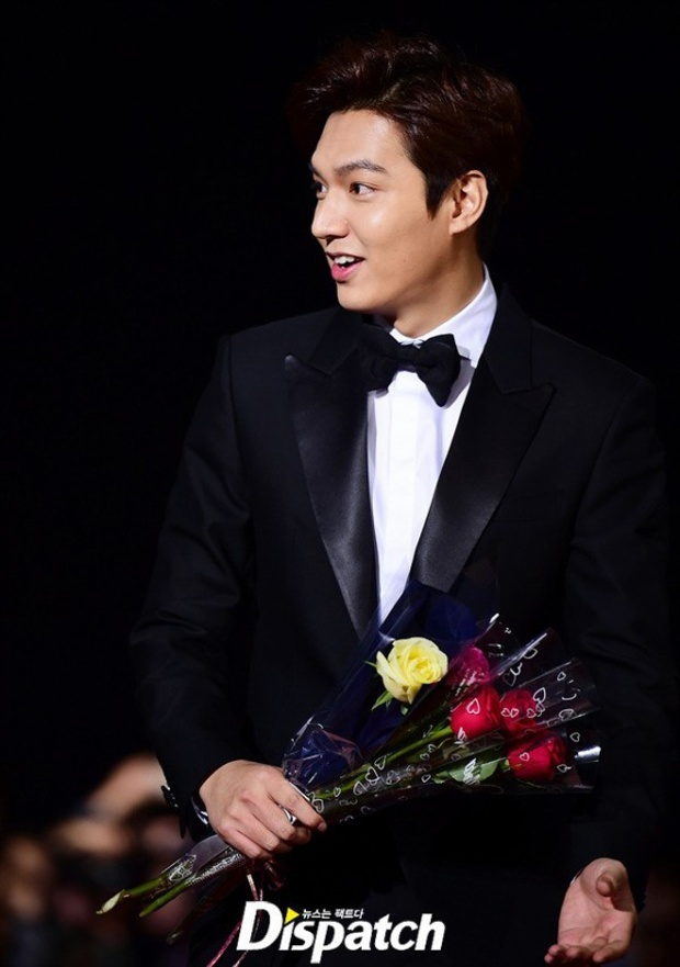 Lee Min Ho nhận giải trong không khí buồn tẻ của Oscar Hàn Quốc 2015