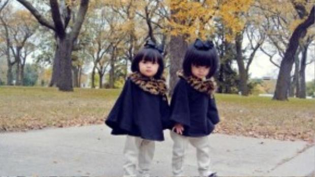 Cặp chị em song sinh vô cùng đáng yêu của MC Huyền Ny.