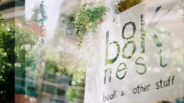 """Tiệm sách trông như một quán cafe nhỏ xinh, """"mọc lên"""" giữa Sài gòn tráng lệ và xô bồ."""