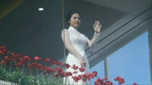 Nữ diễn viên hồi hộp chờ đến giây phút trọng đại.