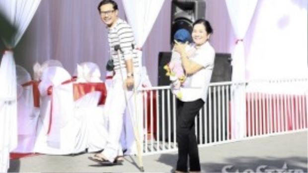 Ngoài sự góp mặt của người thân hai bên gia đình, bạn bè thân thiết với Vân Trang cũng có mặt để chúc mừng cô như:ca sĩ Minh Thuận, vợ chồng Huỳnh Đông - Ái Châu…