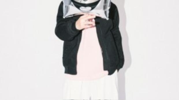 Juun cũng gây sốt với các loại áo hoodie, thậm chí là áo khoác dáng dài đúng kiểu Hàn Quốc.