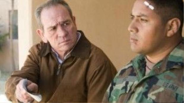 Sĩ quan Hank không ngừng lần theo từng manh mối nhằm làm sáng tỏ sự mất tích của con trai.
