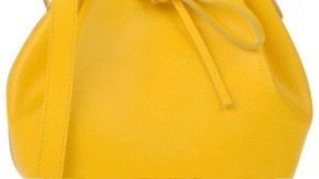 Chiếc túi màu vàng chanh có giá 121 USD.