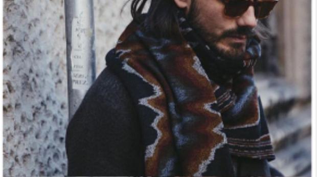 Trên đường phố Milan người ta bắt gặp gương mặt quen thuộc của NTK Giotto Calendoli với phong cách thời trang cực ngầu. Đối với anh, mắt kính chính là phụ kiện quan trọng nhất cho mỗi set đồ. Bất chấp mọi thời tiết, anh vẫn ưu tiên chọn mắt kính.