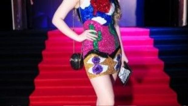 Diễn viên Ngọc Thanh Tâm rực rỡ với bộ cánh được đính sequin màu sắc bắt mắt.