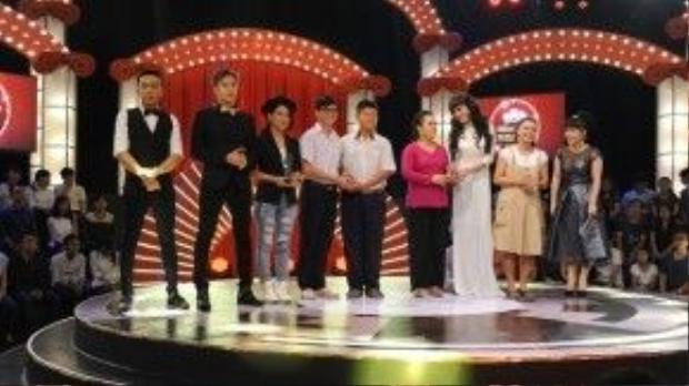Công Huy - Chí Kiệt với giải thưởng 150 triệu bên cạnh các thí sinh khác.