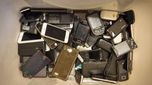 Trong khi nhiều người coi điện thoại di động là vật bất ly thân thời hiện đại, vẫn có người đãng trí tới mất để quên hàng triệu, thậm chí hàng chục triệu trên những chuyến xe buýt hoặc tàu ngầm.
