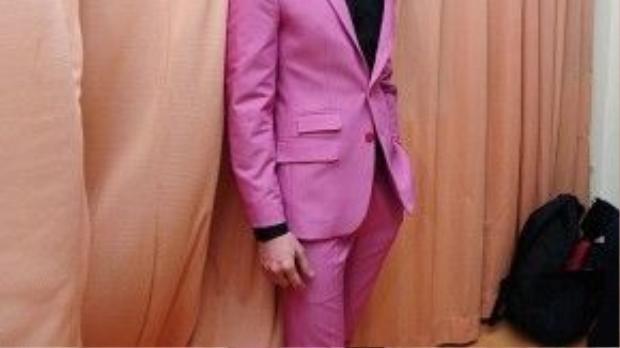 Issac chuẩn danh xưng mỹ nam của showbiz Việt với khuôn mặt nam tính, chất ngầu. Anh có hẳn một bộ sưu tập vest với đủ sắc màu.