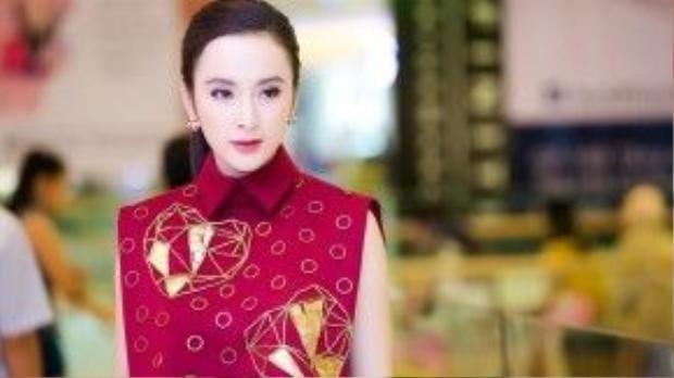 Màu mắt tím tạo ấn tượng của Angela Phương Trinh.