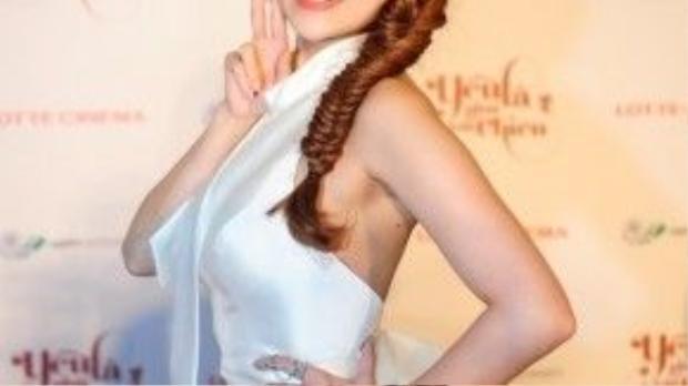 Nữ diễn viên chuẩn bị khá kỹ lưỡng, từ phục trang đến make-up cho buổi ra mắt phim do mình đóng vai chính