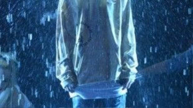 Justin Bieber ướt át dưới mưa ngay trên sân khấu AMAs