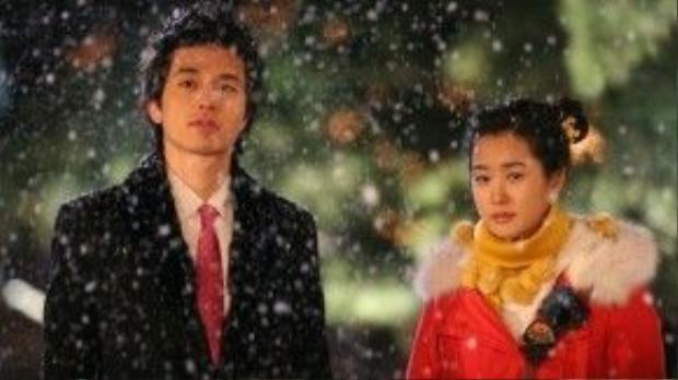 """Cặp anh em hờ Seol Gong Chan (Lee Dong Wook) và Joo Yoo Rin (Lee Da Hae) đã cùng nhau chứng kiến cảnh tuyết rơi trong bộ phim """"My Girl"""" (Cô em họ bất đắc dĩ)."""