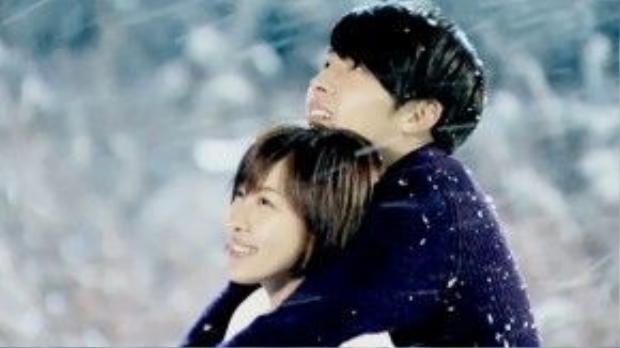 """Phim truyền hình """"Secret Garden"""" (Khu vườn bí mật) từng khiến người xem mất ăn mất ngủ bởi những khoảnh khắc lãng mạn của bộ đôi Kim Joo Won (Hyun Bin) và Gil Ra Im (Ha Ji Won). Một trong số đó là cảnh hai người ôm nhau dưới trời tuyết."""