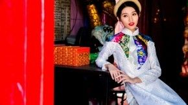 Cô gái với sự nghiệp ngày càng phát triển dù bận rộn ra sao thì vẫn luôn ngọt ngào bên cạnh người mình yêu, họ gặp nhau và là đối thủ của nhau trong cuộc thi Vietnam's Next Top Model, kết thúc cuộc thi họ trở thành một nửa của nhau.