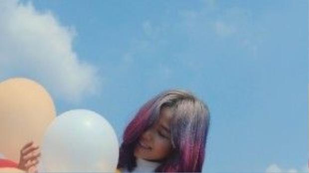Màu tóc nhuộm ombre cực nổi bật dưới nắng Xuân.