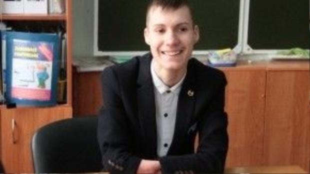 Alexey kể lại rằng hai năm trước đây, một người bạn là nghệ sĩ violon đã dạy cậu những nốt nhạc cơ bản, một người bạn khác là nghệ sĩ piano gửi cho cậu những bản nhạc để nghiên cứu.