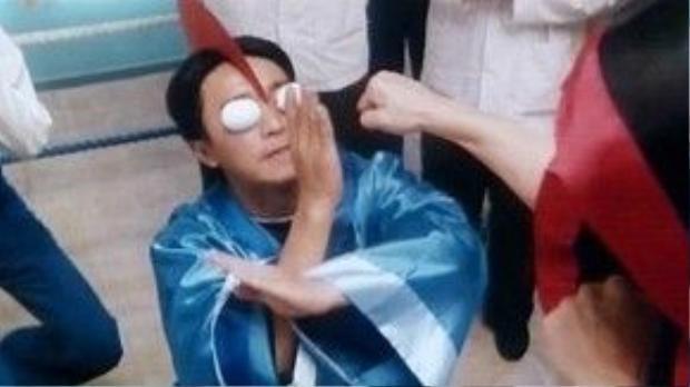 Màn cosplay siêu nhân điện quang bằng trứng gà luộc.