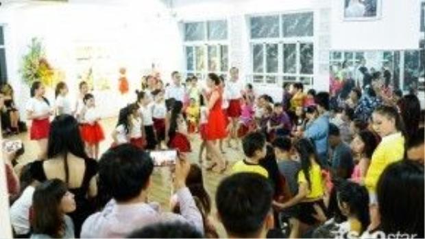 Rất đông các bạn nhỏ team Khánh Thi hào hứng với chương trình chào xuân Bính Thân.