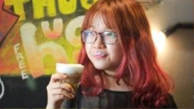 """Cà phê bơ - món lạ đang khiến giới trẻ thành phố """"sốt sình sịch"""". Ảnh: Monkey In Black."""