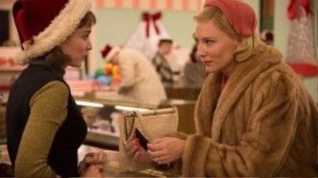 Cùng với Cate Blanchett, Rooney Mara với màn thể hiện xuất sắc đã mang đến cho khán giả những khoảnh khắc làm lay động lòng người trước một mối tình đồng tính đầy nhục cảm giữa hai người phụ nữ trong phim Carol.