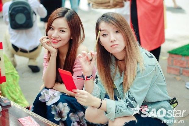 Hot girl Hạ Anh cùng chị gái trổ tài mashup nhạc xuân