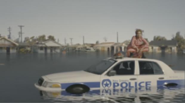 """Mở đầu MV với hình ảnh Bey đứng trên chiếc xe cảnh sát của New Orleans đang dần chìm xuống dòng nước lũ như sự gợi nhắc đến nỗi đau mà New Orleans - vùng đất của những di sản văn hóa sắc tộc đã chịu đựng khi cơn bão """"chết chóc"""" Katrina càn quét qua vào năm 2005."""