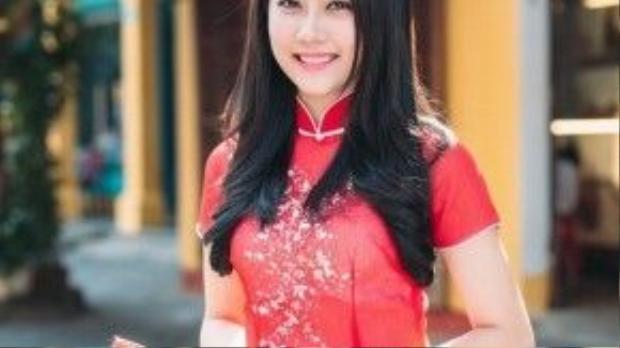 """""""Người yêu tin đồn của Sơn Tùng MTP"""" - Hồng Loan cũng trang thủ làm bộ ảnh trong lúc cô nàng đi du lịch Hội An."""