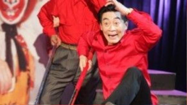 Cha, con Lục Tiểu Linh Đồng cùng diễn Tôn Ngộ Không trên một sân khấu.