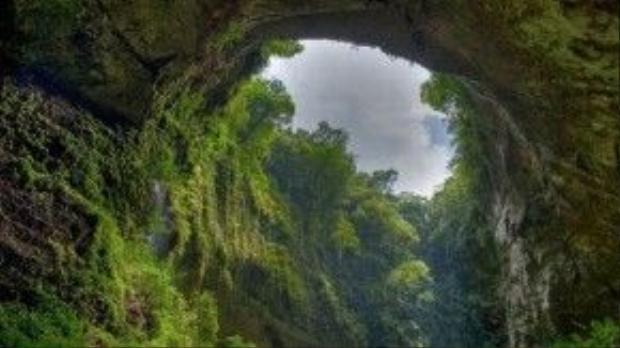 Tờ Huffiington Post (Mỹ), DailyMail (Anh) cũng chia sẻ loạt ảnh về kỳ quan thiên nhiên hùng vỹ trong lòng hang.