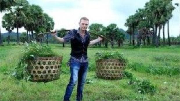 Hình ảnh dễ thương của chàng Tây mê văn hóa Việt Nam