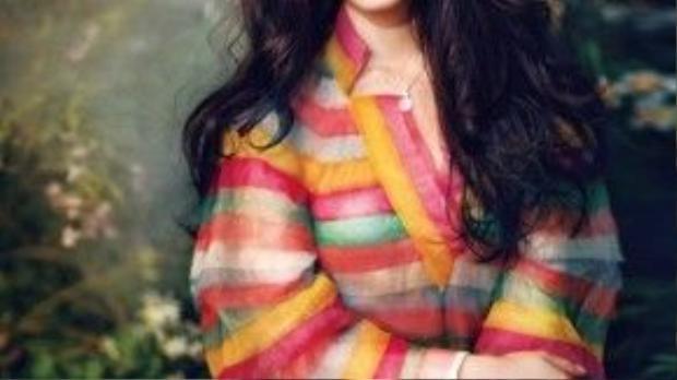 Lâm Duẫn sinh năm 1996 từng xuất hiện trên truyền hình khi mới 18 tuổi và được đánh giá có gương mặt đẹp na ná Thư Kỳ, cực giống Đại S. Không ngờ, chỉ một năm sau, nhờ được Châu Tinh Trì mới đóng chính trong Mỹ nhân ngư, Lâm Duẫn trở thành cái tên được o bế. Ở tuổi 20, cô đã có chỗ đứng riêng.