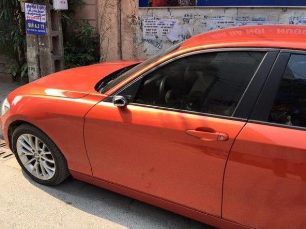 Hàng loạt ô tô bị vặt gương và đập vỡ kính trong ngày đầu năm