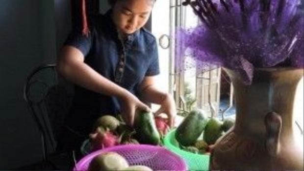 Không có nhiều dịp cũng như thời gian để thường xuyên về thăm gia đình ở Bình Định, nên ngay khi vừa có thông báo nghỉ Tết, cô bé Thiện Nhân và các chị em lập tức tranh thủ về quê ăn Tết.