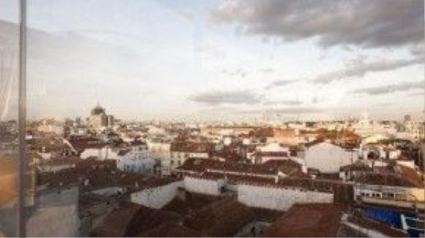 Những năm gần đây, quận Chueca trở thành nơi ở của cộng đồng người đồng tính ở Madrid.