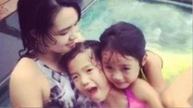 Ba con của Chung Lệ Đề vui vẻ trong thời gian nghỉ ngơi dịp Tết tại Việt Nam. Ảnh: On.