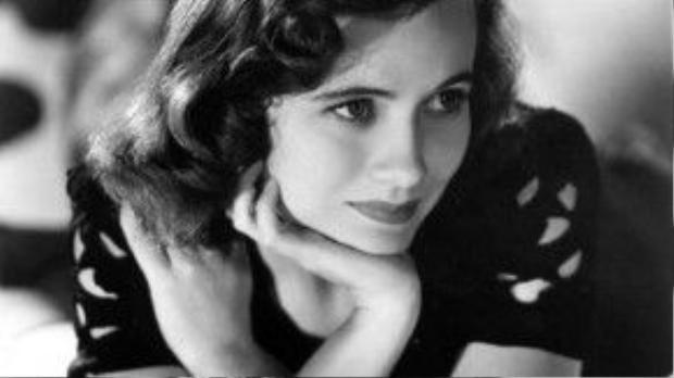 Năm 1943, Teresa Wright nhận được hai đề cử Oscar cho vai diễn trong Mrs. Miniver và The Pride of the Yankees. Cố diễn viên ra về với tượng vàng hạng mục nữ chính cho phim The Pride of the Yankees.