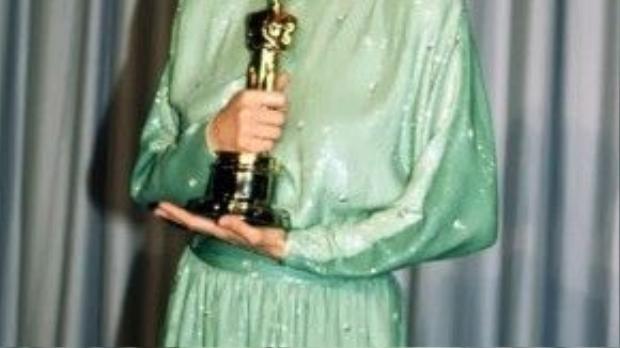 Jessica Lange đã nhận được hai đề cử danh giá trong cùng một năm với Tootsie và Frances. Không giống như Cate Blanchett, Julianne Moore hay Emma Thompson, ngôi sao phim American Horror Story đã thắng hạng mục nữ phụ cho Tootsie.