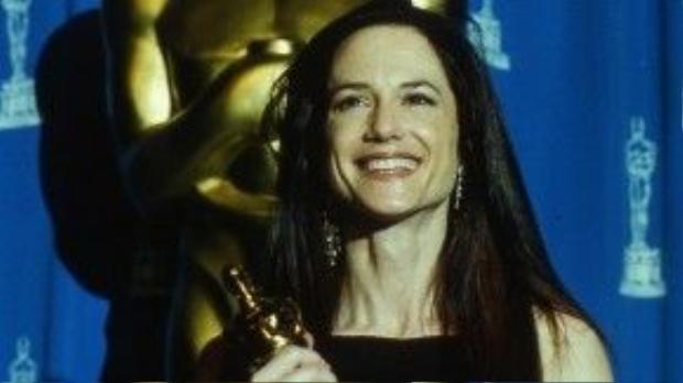 Holly Hunter đã thắng tượng Oscar hạng mục Nữ diễn viên chính xuất sắc cho màn thể hiện trong The Piano hồi năm 1994. Ngoài ra, nữ diễn viên còn được đề cử cho hạng mục nữ phụ trong phim The Firm.