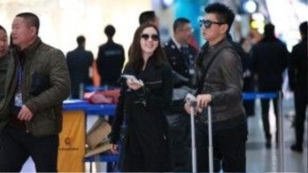 Ngô Kỳ Long và Lưu Thi Thi vào ngày đầu xuân bị bắt gặp tại sân bay thủ đô Bắc Kinh đáp chuyến đến Đài Loan. Cô ăn tết tại quê chồng. Đây cũng là lần thứ hai nữ diễn viên đón tết với gia đình Ngô Kỳ Long